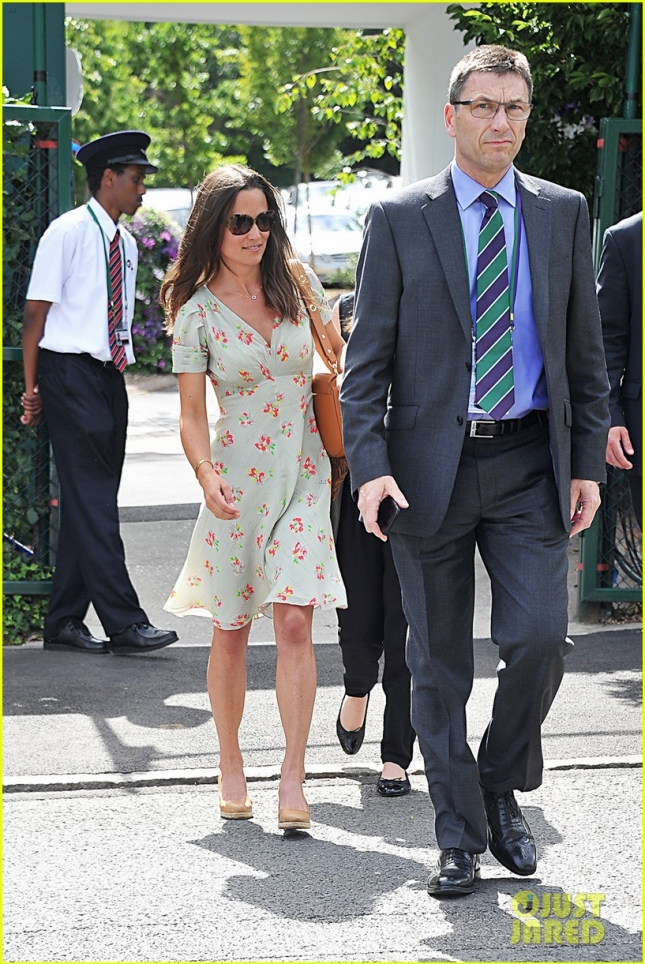 pippa-middleton-watches-roger-federer-wimbledon-01