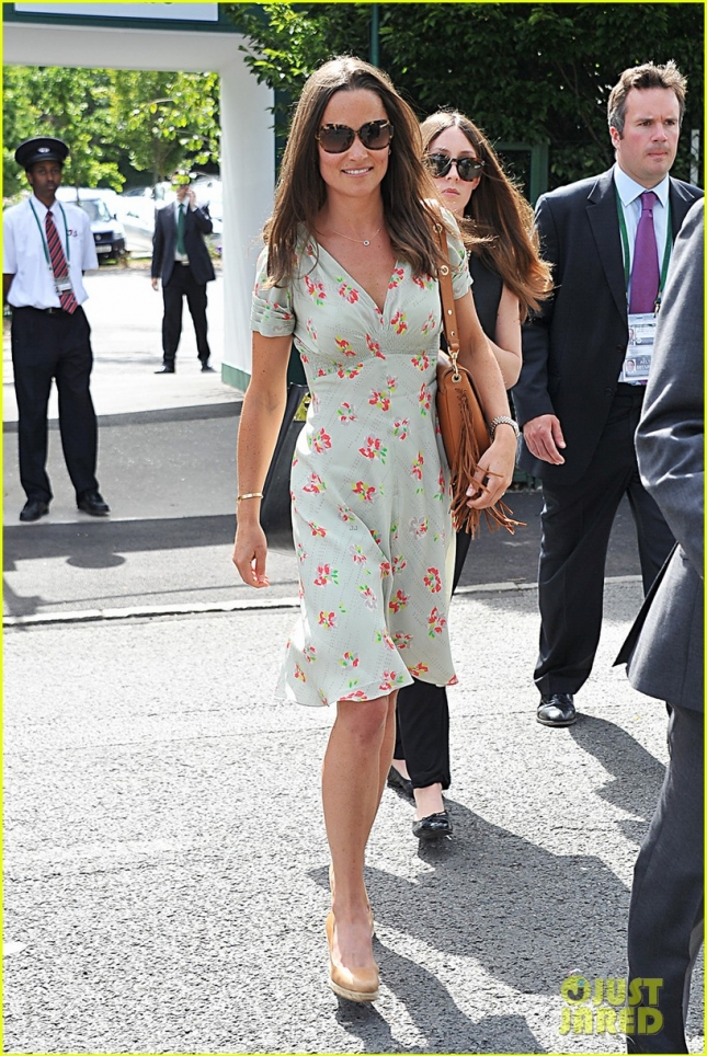pippa-middleton-watches-roger-federer-wimbledon-03