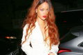 rihanna-showers-fans-with-cash-at-bitch-better-have-money-premiere-03