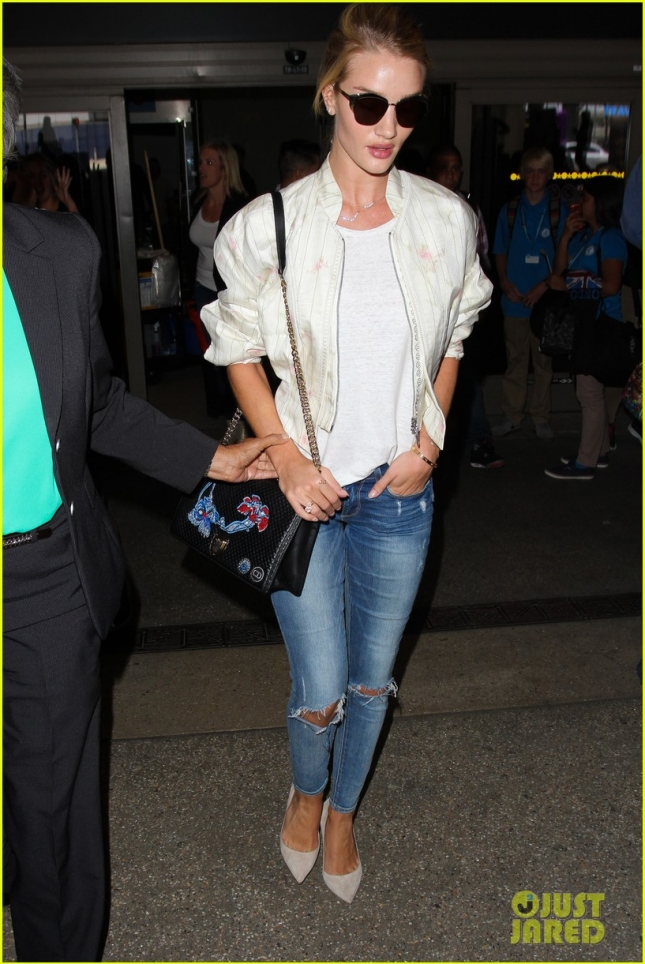 rosie-huntington-whiteley-arrives-LAX-after-paris-fashion-week-01