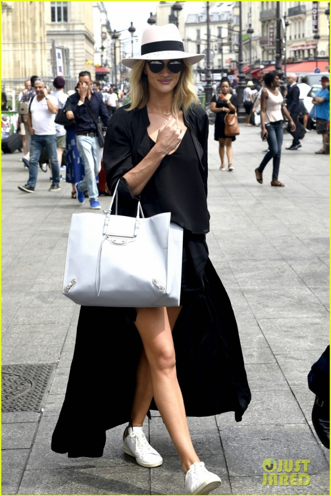 Rosie Huntington-Whiteley has a flare for fashion in Paris **USA ONLY**