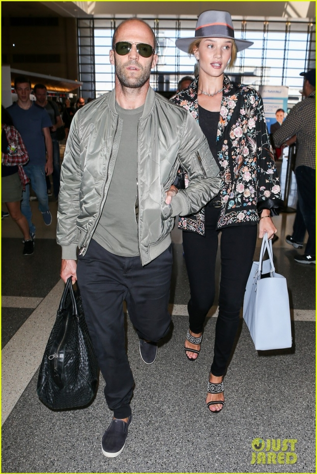 rosie-huntington-whiteley-jason-statham-lax-airport-20