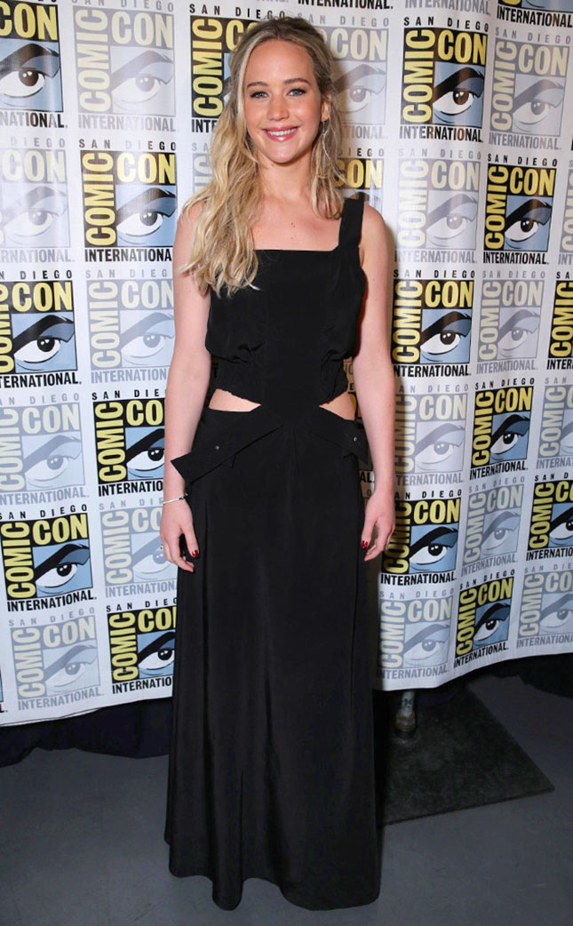 rs_634x1024-150709132149-634-comic-con-mockingjay.ls.7915