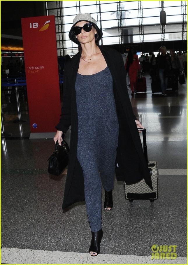 Деми Мур в аэропорту LAX
