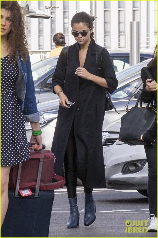 Selena Gomez Catches Flight At Heathrow