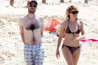 sienna-miller-flaunts-sexy-bikini-body-with-shirtless-tom-sturridge-05