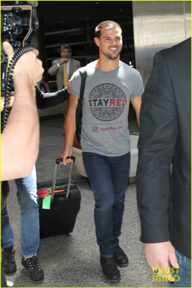 taylor-lautner-shows-support-for-native-american-culture-01