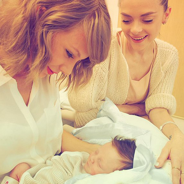 Taylor-Swift-Jaime-King-Son-Leo-Pictures