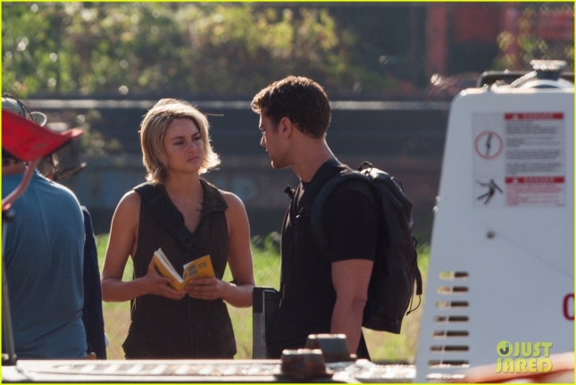 *EXCLUSIVE* The cast of 'Allegiant' run through red rain while filming a scene for the movie