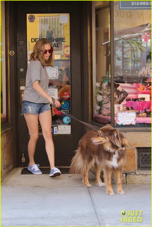 Amanda Seyfried hangs with 'Big Love' co-star Douglas Smith