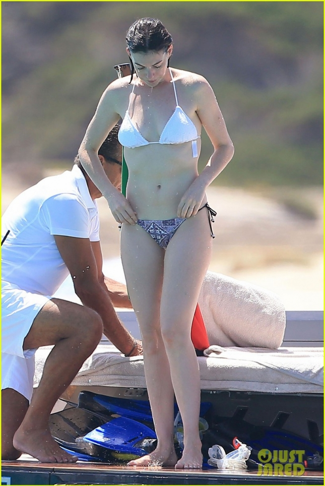 Anne Hathaway Shows Off Her Bikini Body In Ibiza