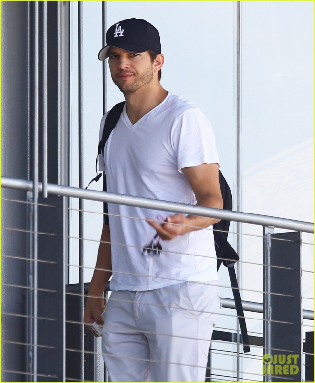 Exclusive... Ashton Kutcher Stops By The Office