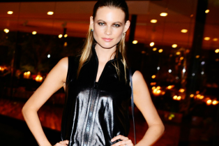 behati-prinsloo-reveals-adam-levine-is-addicted-to-this-app-04