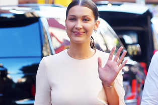 bella-hadid-luke-bryan-samsung-unpacked-look-book-launch-01