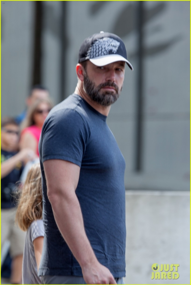 Ben Affleck sports his wedding ring despite divorce drama with Jennifer Garner