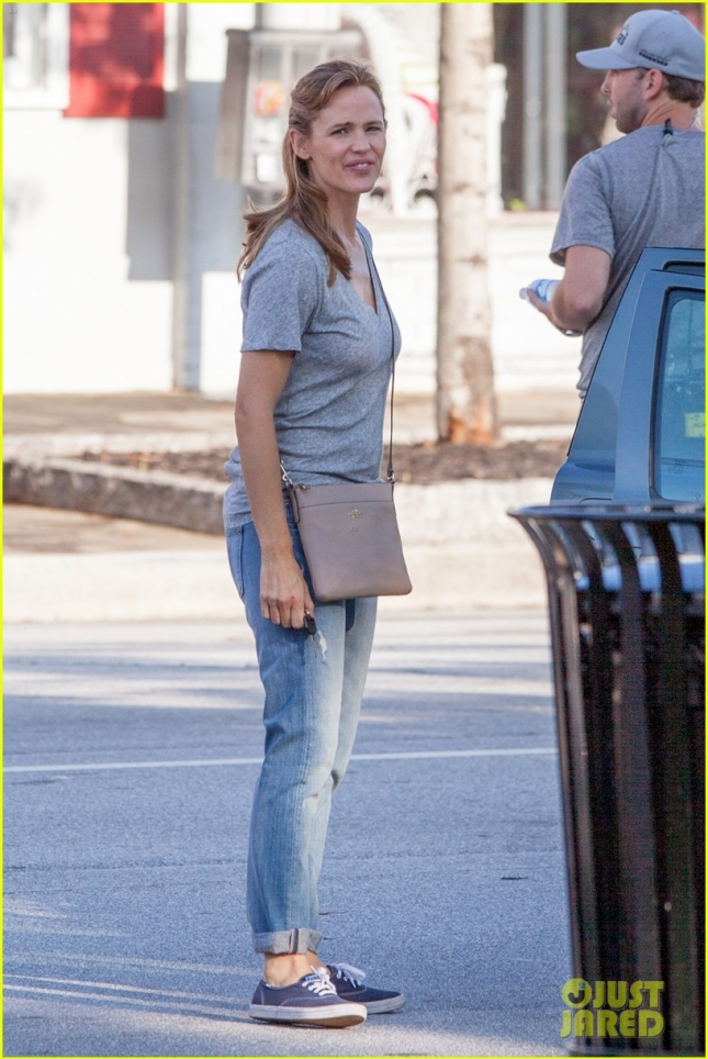 "Jennifer Garner in good spirits on the set of ""Miracles From Heaven"""