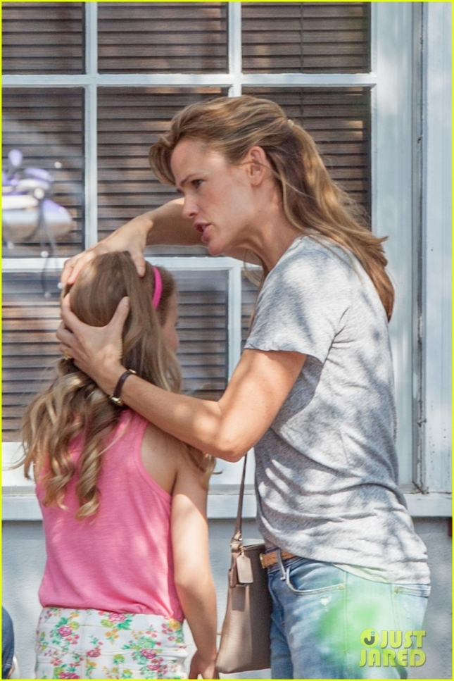 Jennifer Garner filmes a scene for 'Miracles From Heaven' with her on-screen daughter