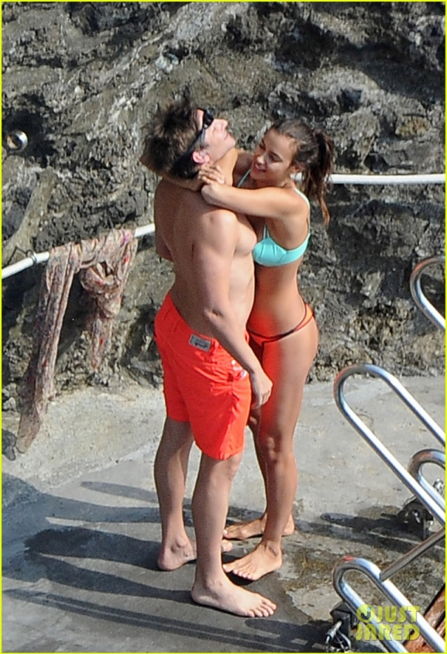 **PREMIUM EXCLUSIVE** *USA ONLY* Bradley Cooper and Irina Shayk share scorching kiss in Italy **WEB MUST CALL FOR PRICING**