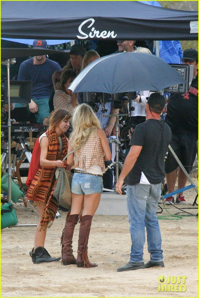 *EXCLUSIVE* Carrie Underwood looks sexy while filming her next Video