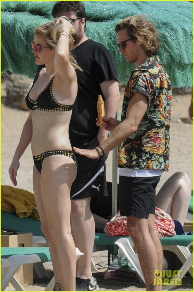 Ellie Goulding lounges on the beach with her boyfriend Dougie Poynter **USA ONLY**