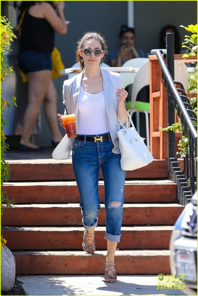 Lovely Emmy Rossum keeps cool with a stop by Lemonade Cafe