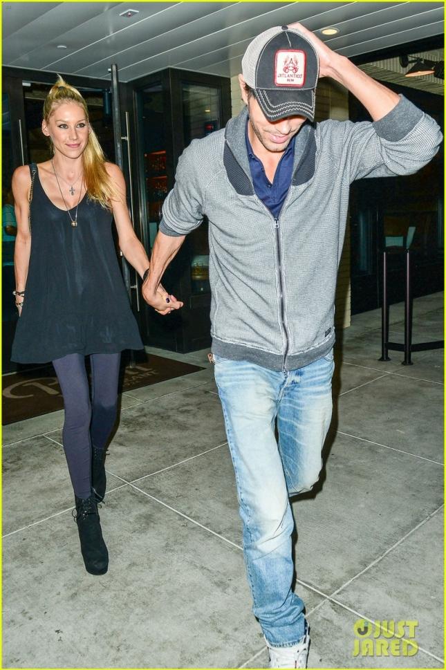 Anna Kournikova and Enrique Iglesias Hold Hands On Dinner Date