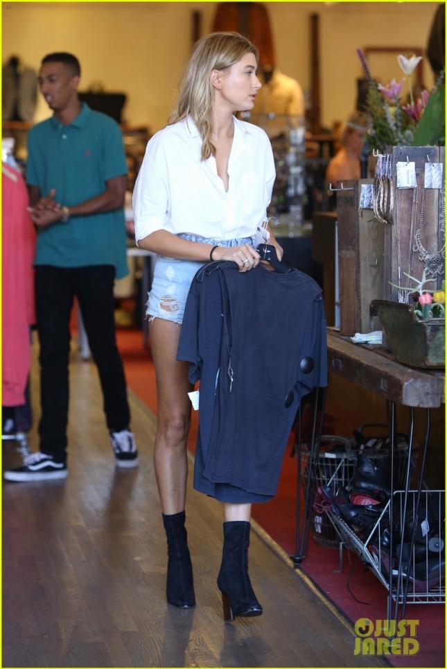 Хейли Болдуин на шоппинге