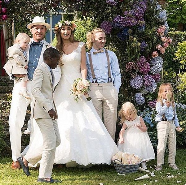 Guy-Ritchie-Jacqui-Ainsley-Wedding-Pictures