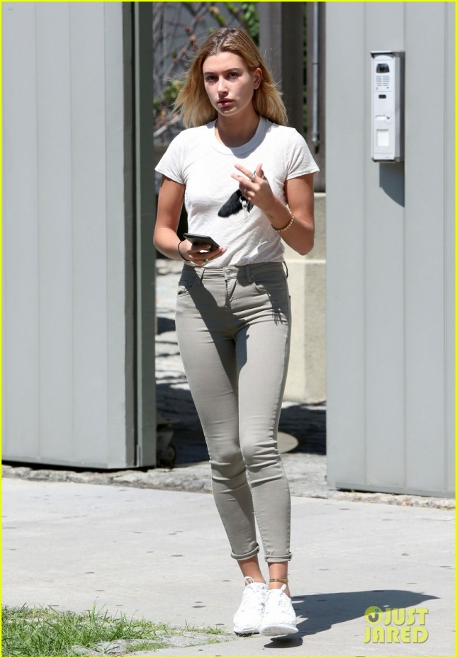 Hailey Baldwin Steps Out In New York City