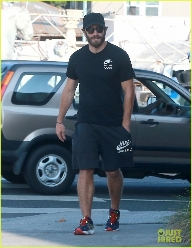 Exclusive... Jake Gyllenhaal Gets Lunch At Sugarfish