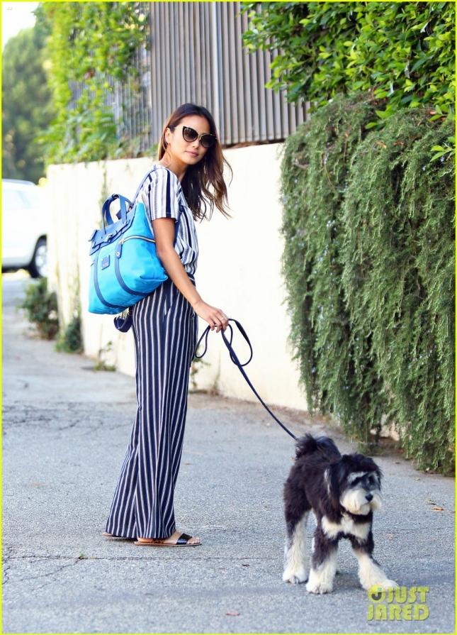 Джейми Чунг со своей собакой