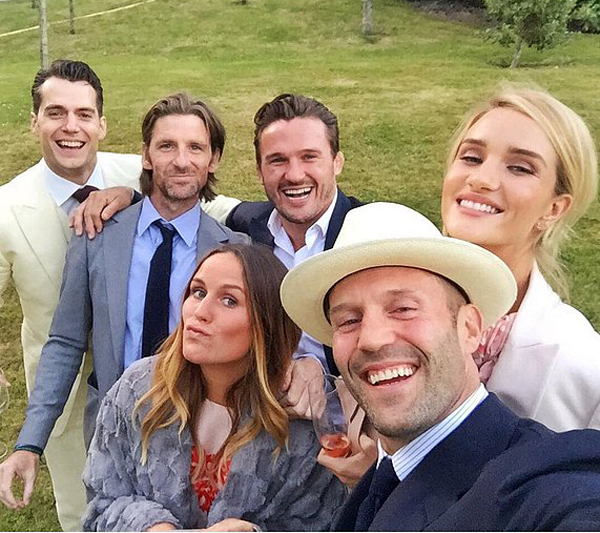 Jason-Statham-snapped-selfie-Rosie-Huntington-Whiteley-Henry