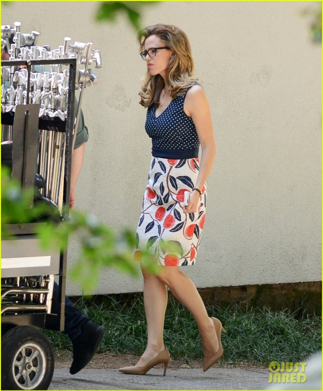 Exclusive... Jennifer Garner's Children Visit Her On Set