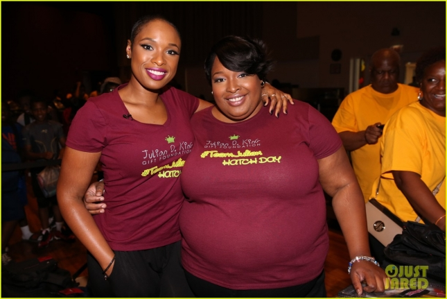 jennifer-hudson-shaved-head-charity-chicago-02