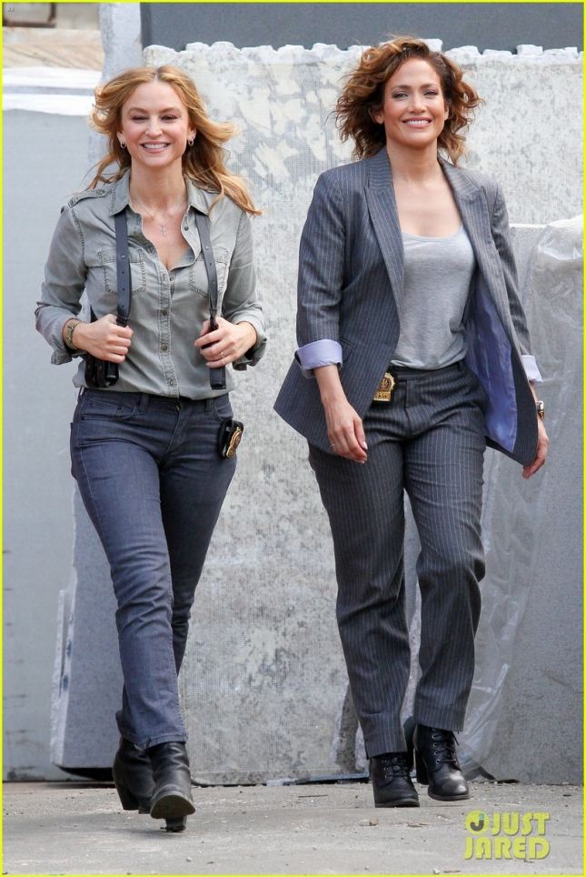 Jennifer Lopez and Drea de Matteo are two sexy cops! **USA ONLY**