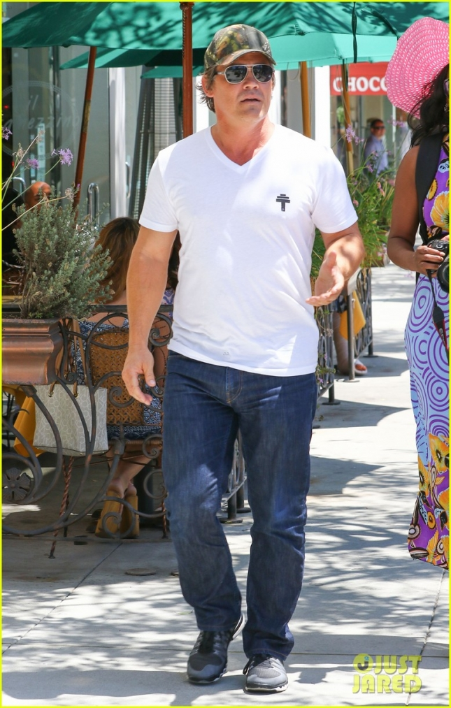 Josh Brolin looks buff as he strolls through Beverly Hills