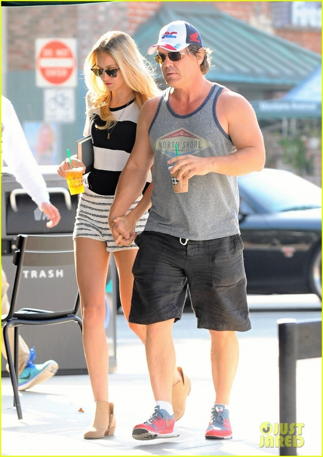 Josh Brolin & Kathryn Boyd Stop For Drinks