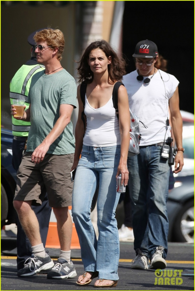 Katie Holmes stays focused as she films 'All We Had' at a gas station
