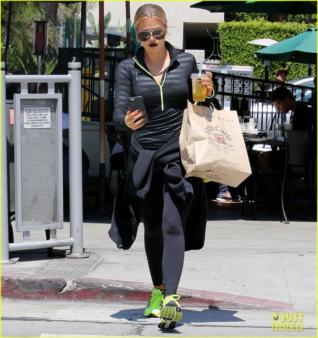Khloe Kardashian Goes from Dark to Bright at Lunch
