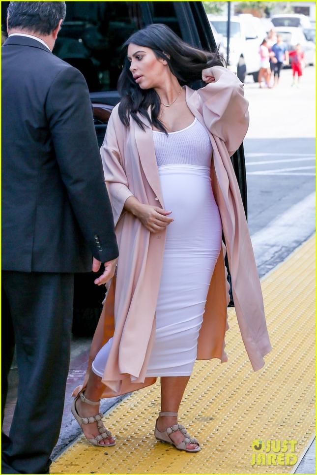 Kim Kardashian takes little Mason to Toys R Us