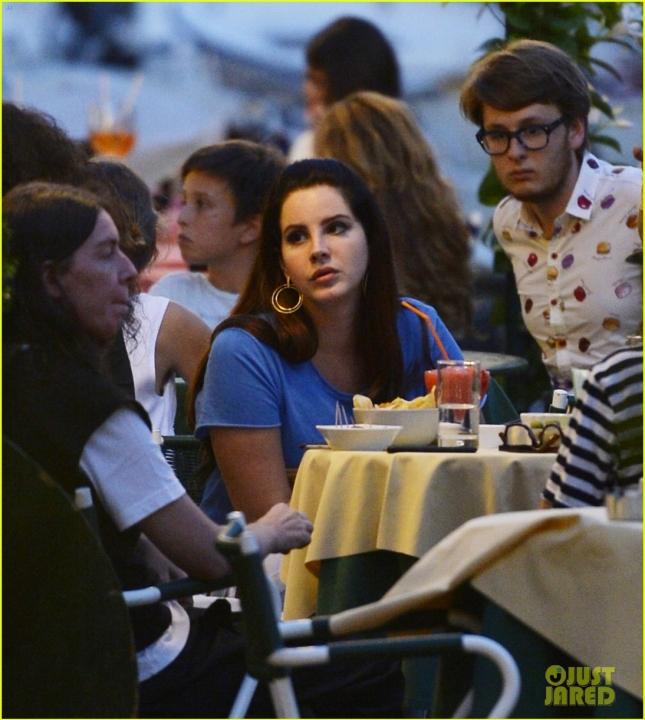 Lana Del Rey with boyfriend Francesco Carrozzini and friends having lunch.