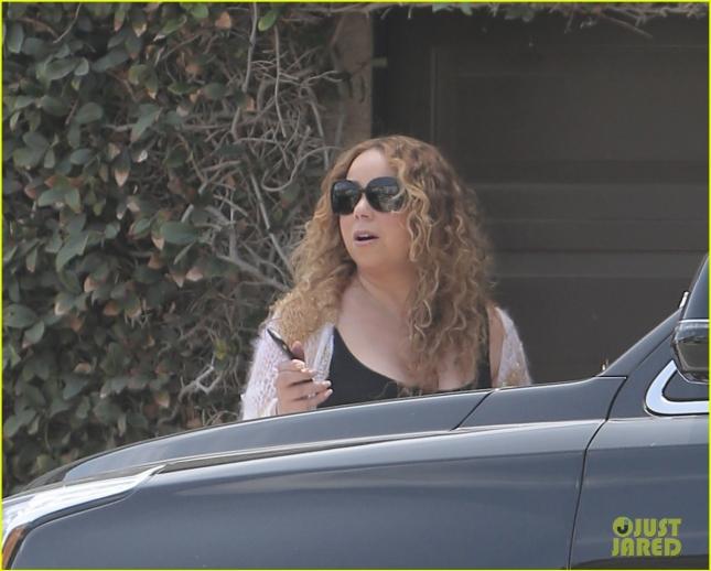 Mariah Carey Checks on Her Kids in Her Villa
