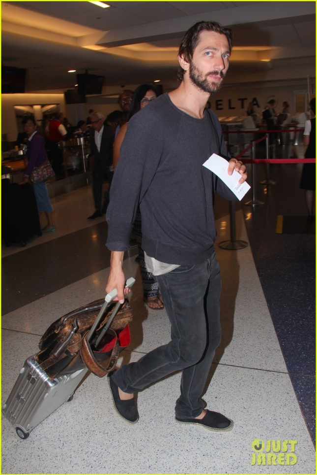 *EXCLUSIVE* 'Nashville' star Michiel Huisman departs from LAX Airport