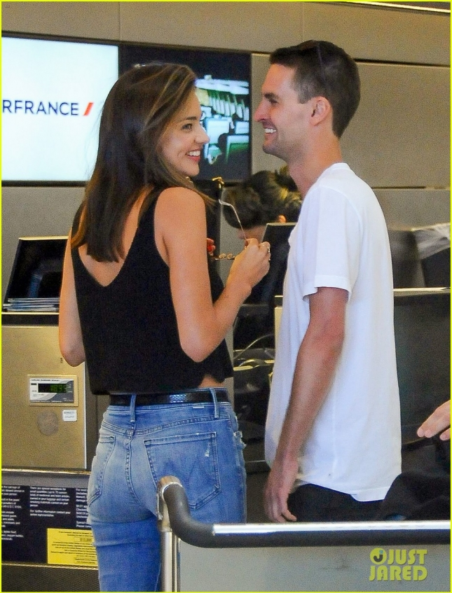 Miranda Kerr and Evan Spiegel are lovebird jetsetter's at LAX