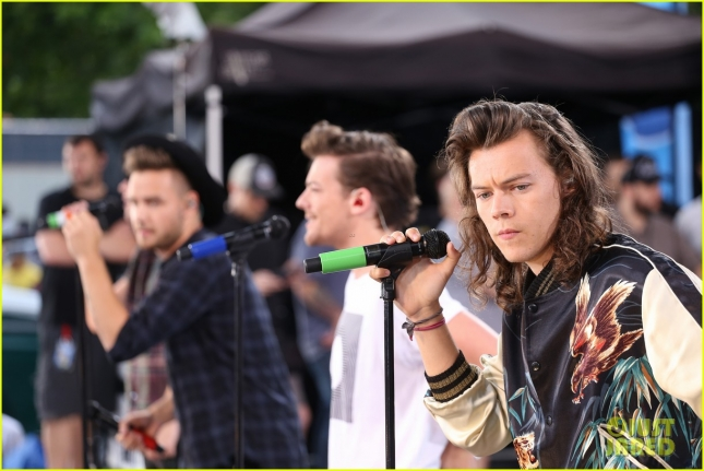 one-direction-drag-me-down-gma-01
