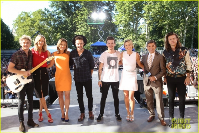 one-direction-drag-me-down-gma-05