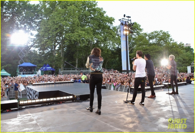 one-direction-drag-me-down-gma-07