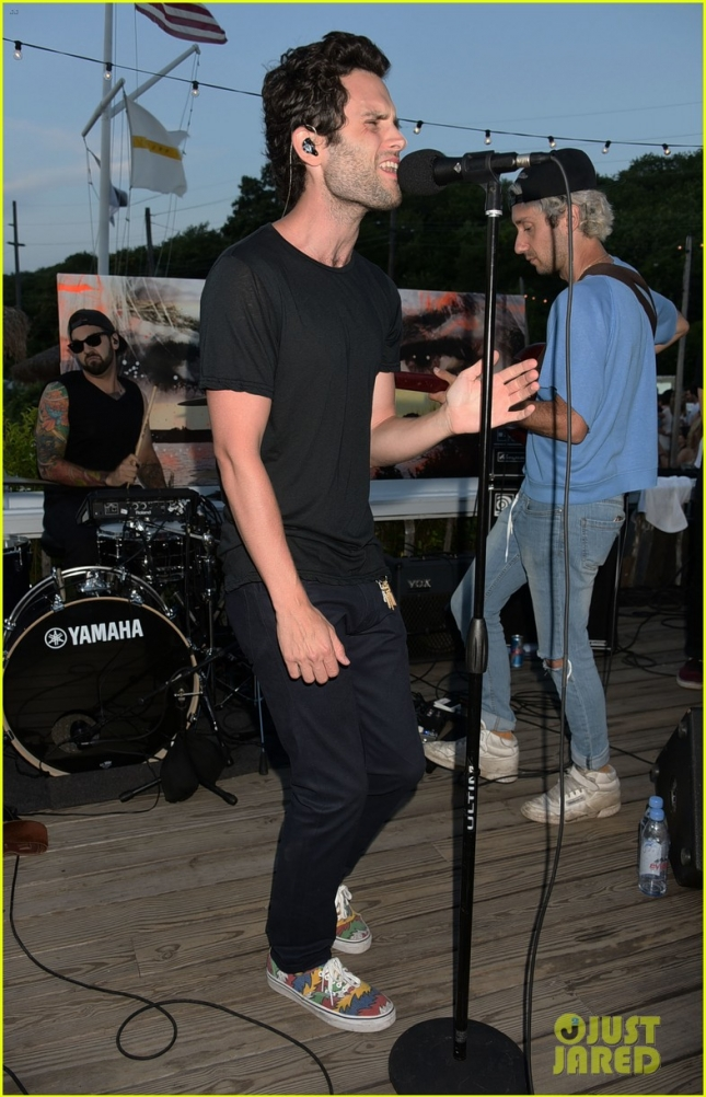 'Gossip Girl' star Penn Badgley performs with his band Mothxr