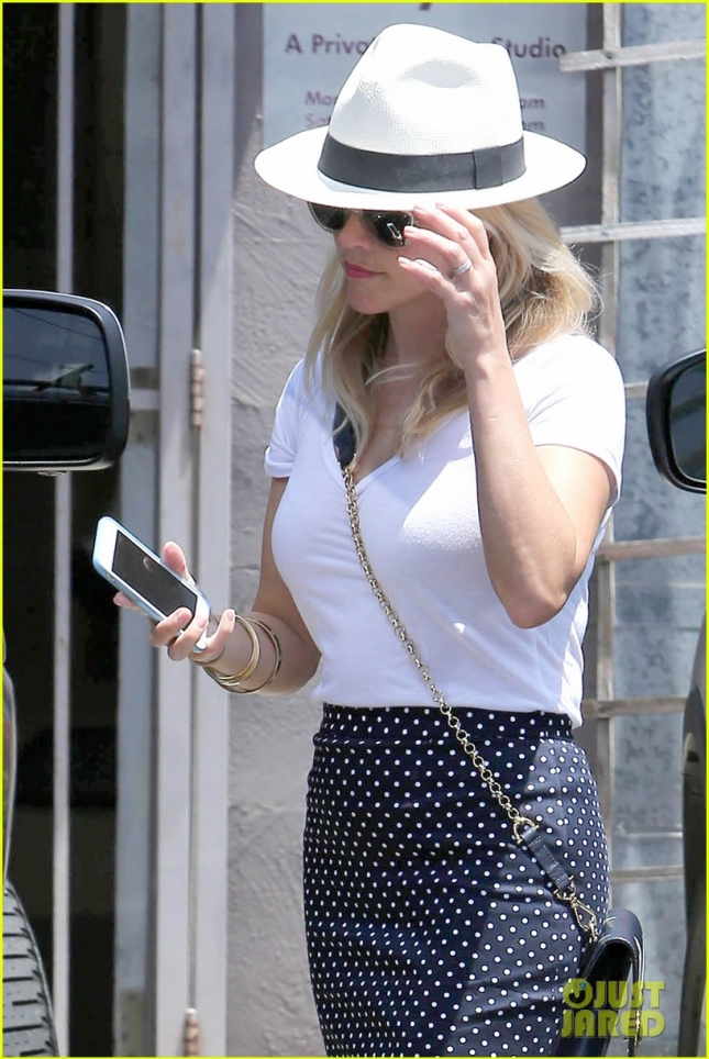Reese Witherspoon looks stunning walking to her car in LA