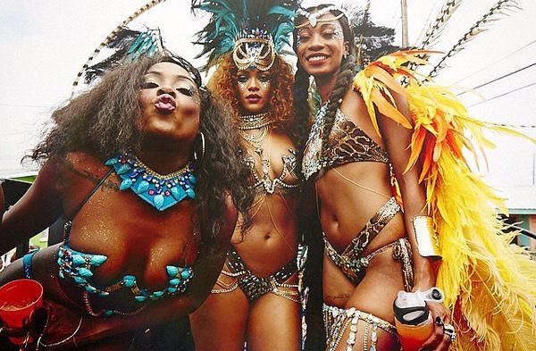 Rihanna-Carnival-Festival-Barbados-August-2015 (2)